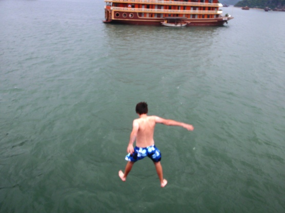 junk boat ha long bay tour vietnam