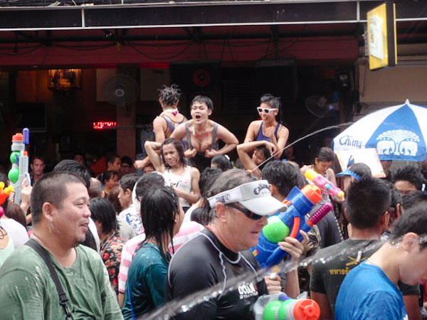 Songkran 2011 Khao San Road  - dancers