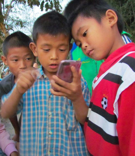 street kids playing on an ipod